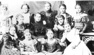Welsh immigrant women in Pennsylvania.